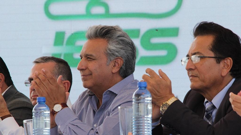 El presidente de la República del Ecuador, el prefecto provincial de Manabí y el alcalde de Manta, durante la inauguración del hospital del IESS en Manta. Manabí, Ecuador.