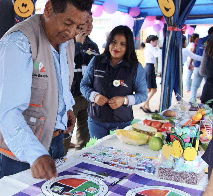 Muestra de alimentos saludables en una de las exposiciones del Distrito de Salud 13D02. Manabí, Ecuador.