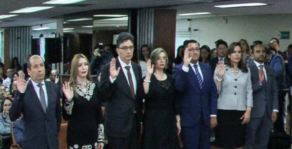 Siete nuevos magistrados de la Corte Nacional de Justicia de Ecuador, en el acto de su posesión ante el Consejo Nacional de la Judicatura. Quito, Ecuador.