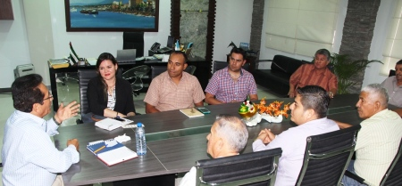 Alcalde de Manta presenta a FETUM la nueva directora municipal de tránsito. Manabí, Ecuador.