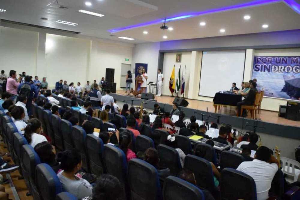 """Ceremonia oficial con la que se presentó la campaña """"Por un mar sin drogas"""", en Jaramijó. Manabí, Ecuador."""
