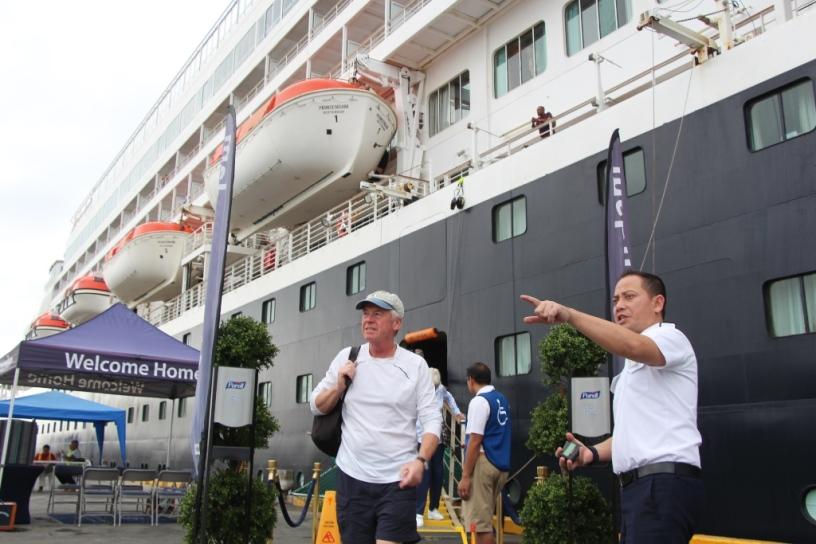 Turistas de crucero internacional desembarcan en Manta. Manabí, Ecuador.