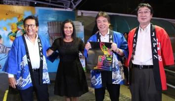 El alcalde de Manta y su esposa, junto a los diplomáticos de la Embajada de Japón en Ecuador.