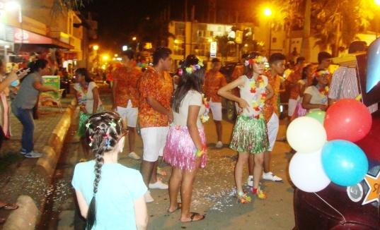 Un aspecto del ambiente festivo en la Plaza Cívica Eloy Alfaro.