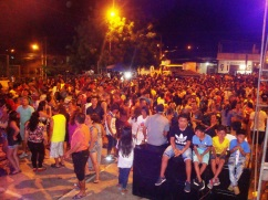 La multitud que justifica la organización de la fiesta.