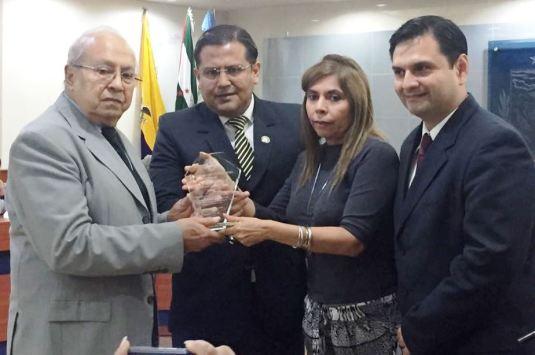De izquierda a derecha: César DeGenna, Tito Márquez, Nancy Hidrovo (delegada del Consejo de la Judicatura) y Luis Plúa.