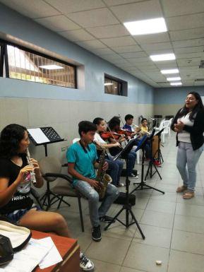 Una clase de música durante los cursos vacacionales de 2017 en Manta. Manabí, Ecuador.