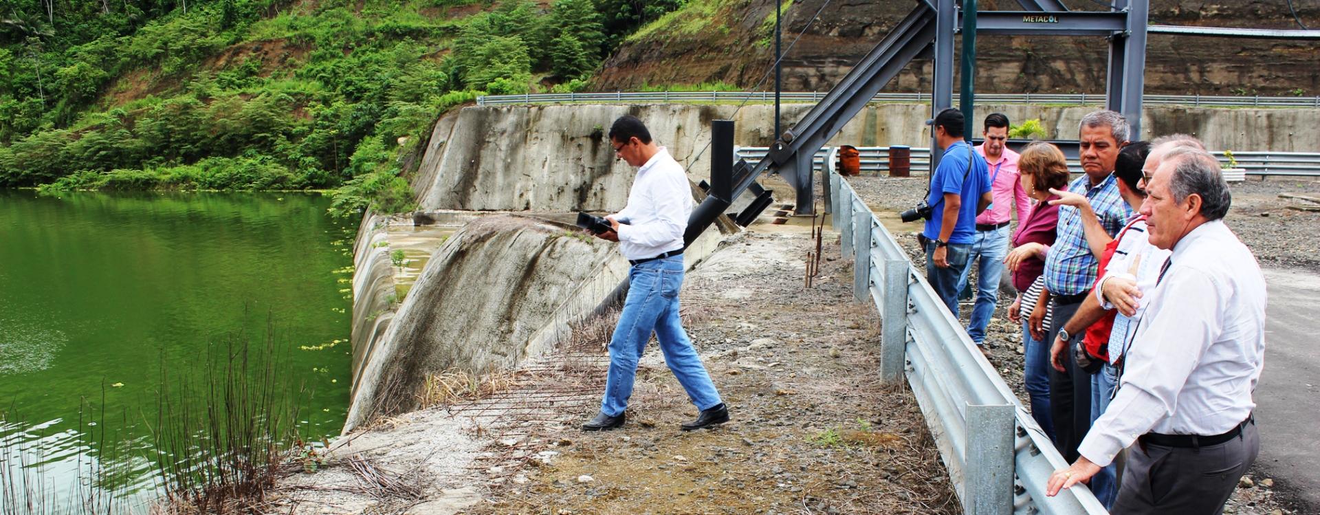 Retiran palizada del Río Chone y constatan estado de represa Río Grande