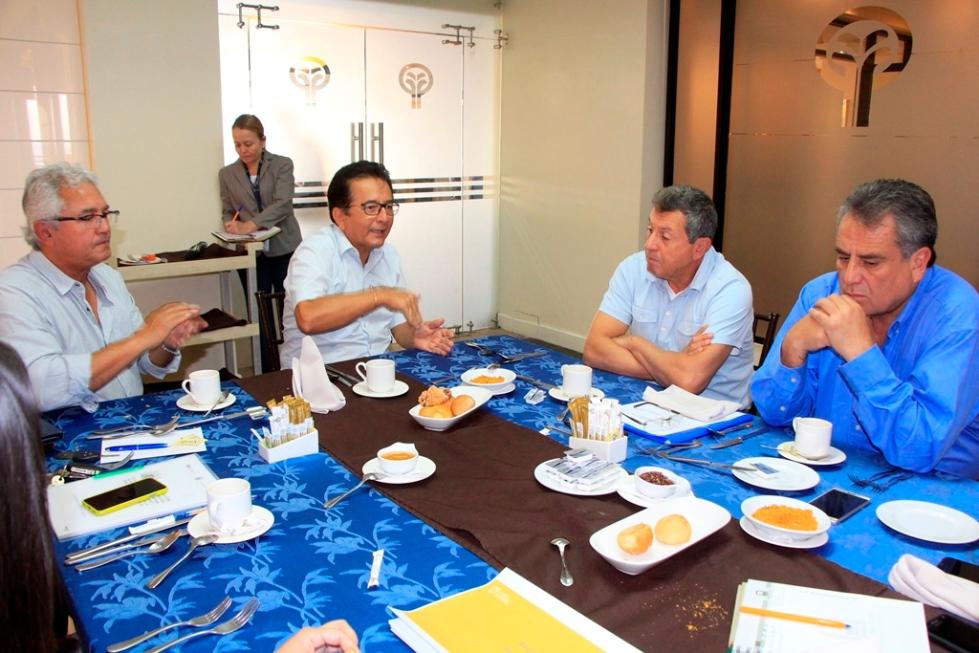 Desayuno trabajo alcalde-funcionarios MTOP, Manta