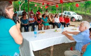 Fátima Romero, líder comunitaria de El Ají, reconoce y agradece la gestión del alcalde de Bolívar.
