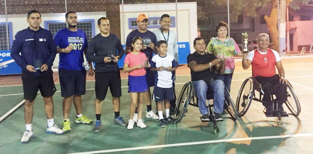 Campeones y vicecampeones del Grand Slam municipal de tenis celebrado en Manta en el año 2017. Manabí, Ecuador.