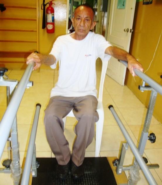 Tony Cedeño es un paciente de terapia física y ha dicho que le satisface el servicio del Centro Diario del Buen Vivir.