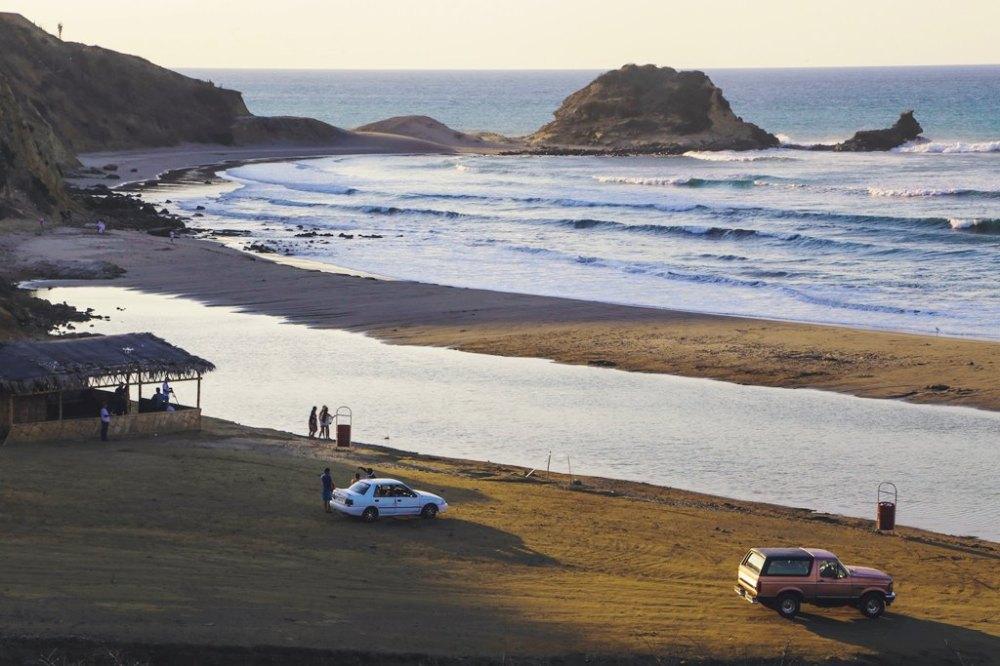 Atardecer en Playa La Tiñosa del Cantón Manta. Manabí, Ecuador.