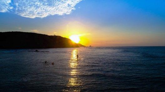 Imagen del perfil costero de San Mateo al ocultarse el Sol.