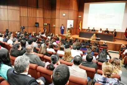 Durante la sesión solemne por el segundo aniversario de la SETED, en Quito.