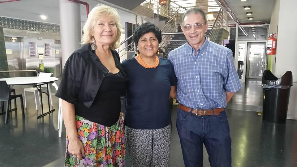 Dra. Teresa Sánchez (centro), entre dos profesores de su doctorado (PhD) en la Universidad de Maimónides, Buenos Aires, Argentina.