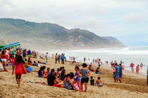 Así se veía la playa de San Lorenzo, Manta, en uno de los días del feriado del Carnaval 2018.