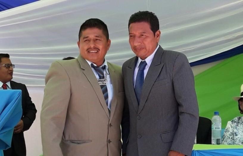 Geovanny Guaranda y Adolfo Tomalá, en la transmisión del cargo de juez de paz en la Parroquia Machalilla del Cantón Puerto López. Manabí, Ecuador.
