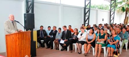 Ramón González Álava, alcalde del Cantón Bolívar, pronunciando un discurso en acto público. Manabí, Ecuador.