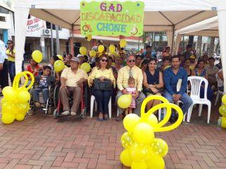 Las autoridades municipales de Chone que encabezaron la celebración por el Día Internacional de las Personas con Síndrome de Down.