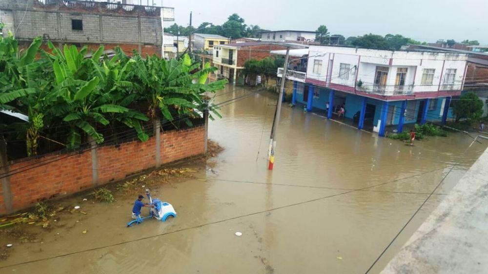 El drenaje de las calles de Chone no funcionó y la lluvia del sábado 17 de marzo de 2018 causó la inundación. Manabí, Ecuador.