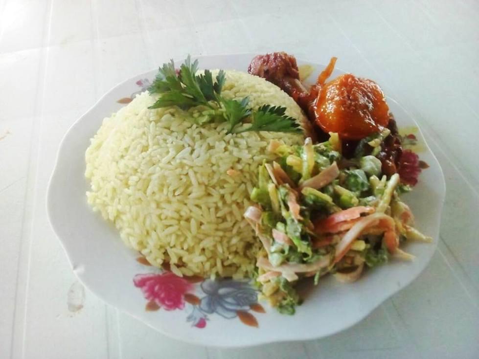 Comida gourmet servida como demostración de un curso de cocina en Montecristi. Manabí, Ecuador.