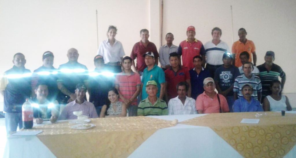 Ganaderos y agricultores de Chone que participaron en un curso reciente sobre procedimiento parlamentario. Manabí, Ecuador.