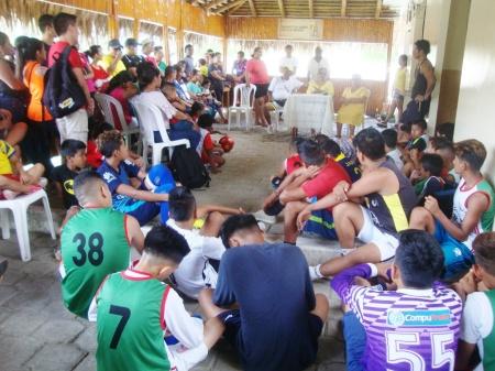 Escuela Municipal de Fútbol Los Bajos, Montecristi, durante visita de la Presidenta del Patronato de Amparo Social del cantón. Manabí, Ecuador.