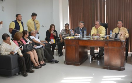 Ceremonia de suscripción del sexto contrato colectivo de trabajo entre el GAD municipal de Chone y sus trabajadores. Manabí, Ecuador.