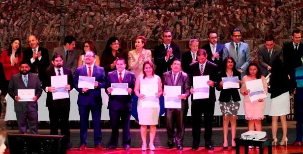 Ceremonia de incorporación de abogados elegibles para miembros de la Función Judicial ecuatoriana. Quito, Ecuador.