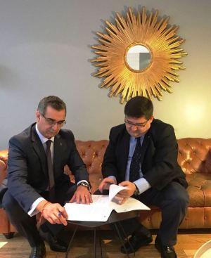 El presidente del Consejo de la Judicatura de Ecuador suscribe convenio de cooperación con la universidad FASTA, de Argentina, en Buenos Aires.
