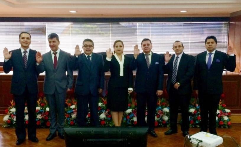 Siete nuevos conjueces de la Corte Nacional de Justicia de Ecuador, en el acto de su posesión oficial en Quito.