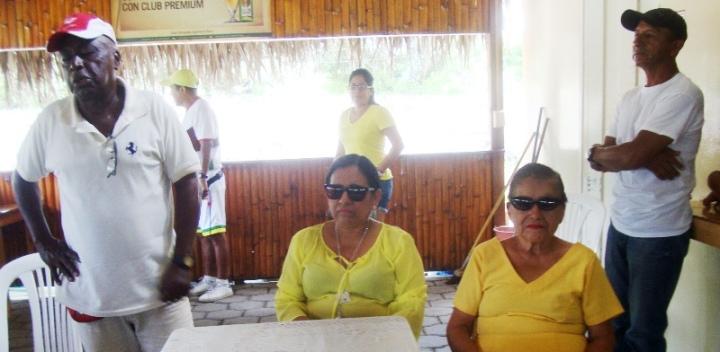 Mercy Santos, presidenta del Patronato municipal de Montecristi, dirigiendo una reunión con la Escuela de Fútbol Los Bajos. Manabí, Ecuador.