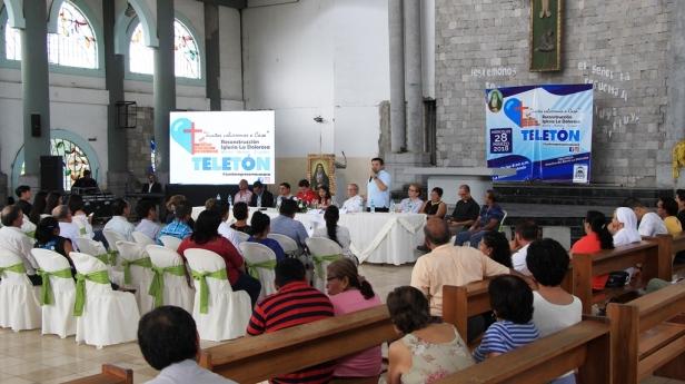 Rueda de prensa en el interior del templo La Dolorosa de Manta, donde se anunció un próximo teletón para recaudar fondos con el fin de reconstruir esta iglesia. Manabí, Ecuador.