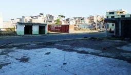 Terreno vacío, donde antes hubo un edificio comercial.