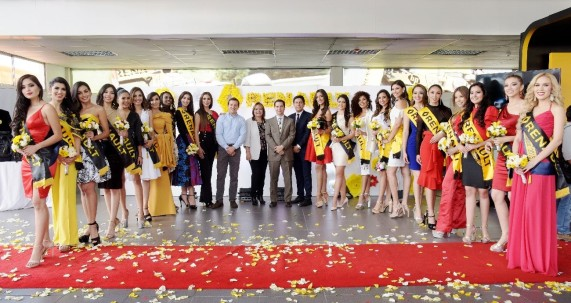 En las instalaciones de Renault, Quito, con la directora general del concurso y altos ejecutivos de la marca automotriz y su concesionaria.