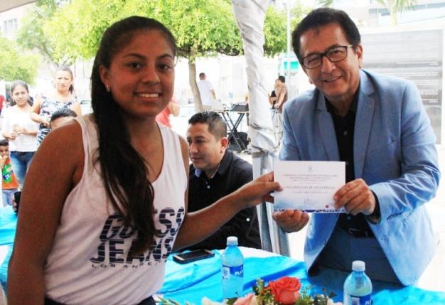 El alcalde de Manta entregó los certificados del curso.