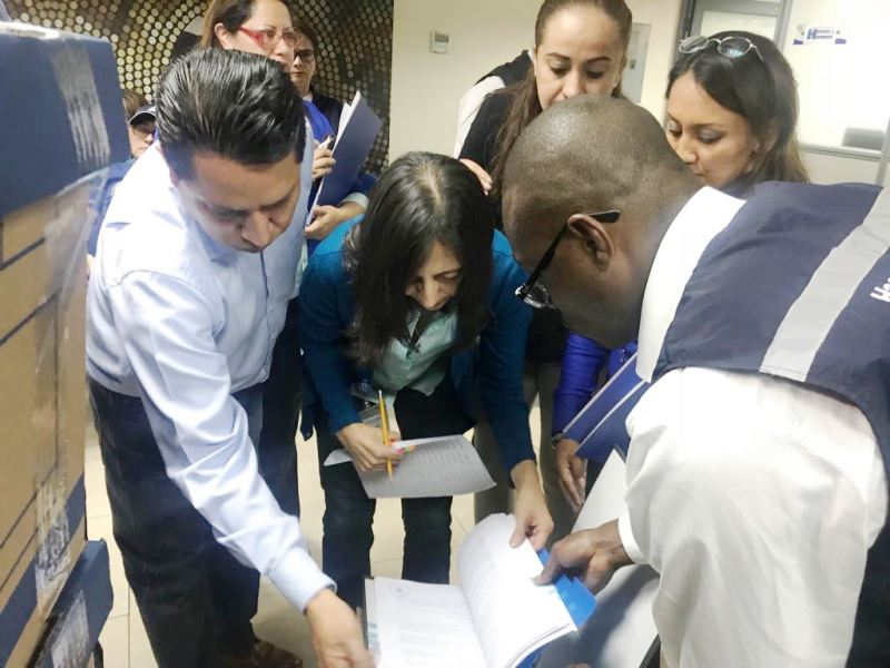 Momento en que el Consejo de la Judicatura entrega su informe de gestión ante el Consejo de Participación Ciudadana y Control Social transitorio. Quito, Ecuador.