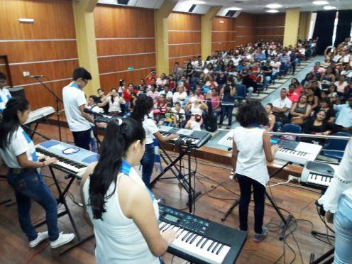 El festival reunió a hombres y mujeres con igual vocación: la música instrumental y el canto bello.