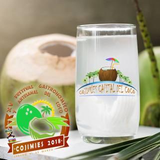 Festival del Coco, agua del fruto, servida en vaso