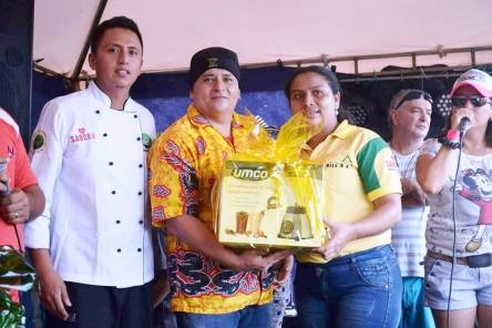 Festival del Coco, Roberto Bonilla recibe premio