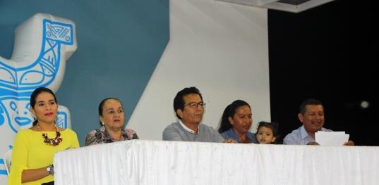 El alcalde y las concejalas, junto a los líderes de San Juan.