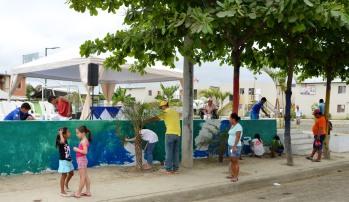 Niños de El Guabito, Portoviejo, pintaron este mural motivados por el programa HabitArte del Miduvi.