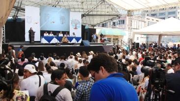 Momento del discurso de la vicepresidenta María Vicuña.
