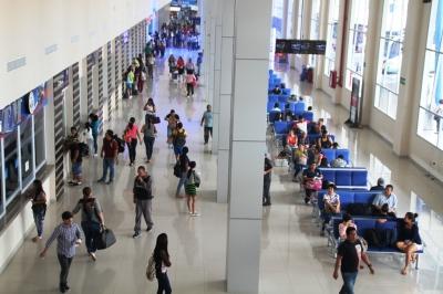 Boleterías y sala de espera en el Terminal Terrestre Luis Valdivieso Morán, de Manta. Manabí, Ecuador.