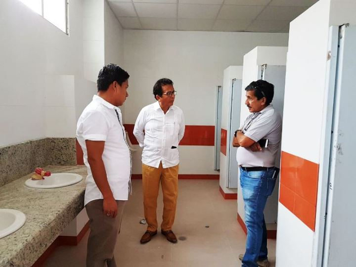 Batería sanitaria tipo, en la UE San José de Manta. Manabí, Ecuador.