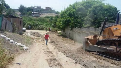 Vialidad básica Montecristi, remoción de tierra