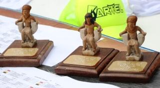 Los trofeos simbolizan la identidad de la Cultura Manteña (Silla ceremonial ocupada por un cacique aborigen).