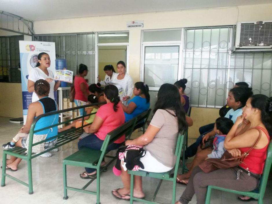 Charla promotora de salud en un centro del Distrito 13D02. Manabí, Ecuador.
