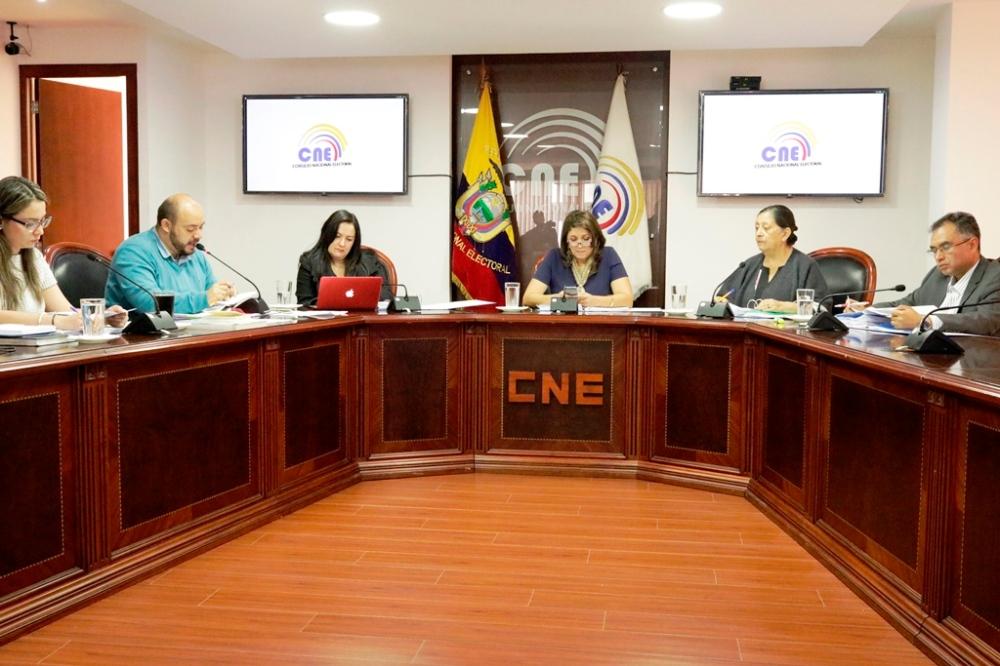 El CNE de Ecuador, reunido en pleno, resolvió aprobar la vida jurídica del Movimiento Político Sí Podemos. Quito, Ecuador.
